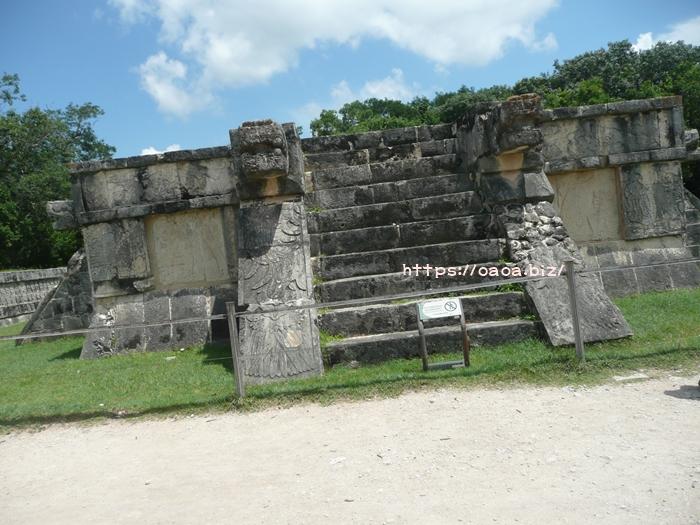 ワシとジャガーの神殿