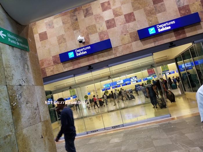 カンクン空港のチェックインで止められる